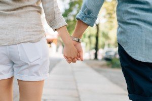 holding-hands-1149411_1280